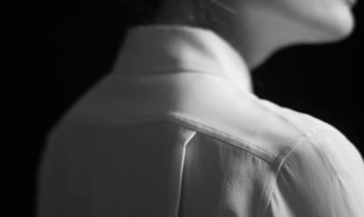 white-silk-collar